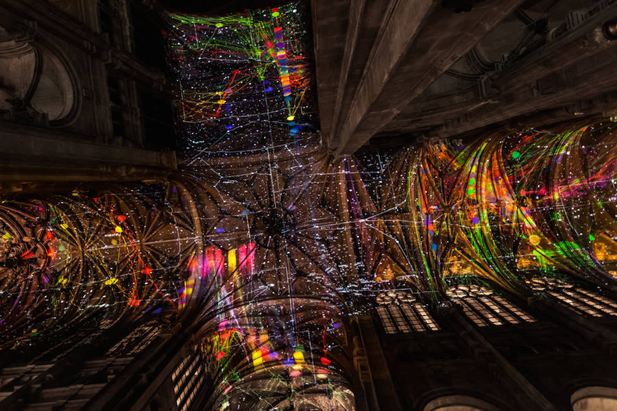Virtual-Reality-Sky-on-a-Church-Ceiling-in-Paris-6-900x600