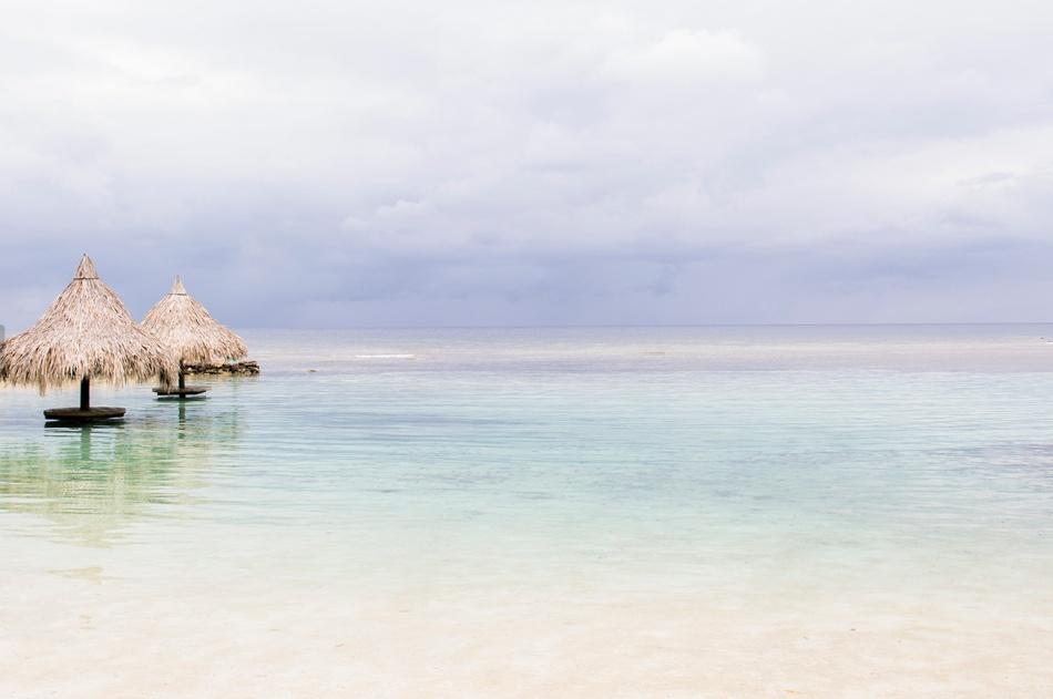 Výletné lode začali navštevovať pobrežie Roatanu iba v roku 2005. Pravdepodobne je to preto, že Honduras nepatrí k jedným z najbezpečnejších miest na svete. Roatan začal získavať popularitu s výskytom potápačov, ktorí prichádzajú na ostrov aby videli Mezoamerický bariérový útes. Na samotnom ostrove máte možnosť ísť na ryby a môžete si tiež pozrieť Cayos Cochinos súostrovia.