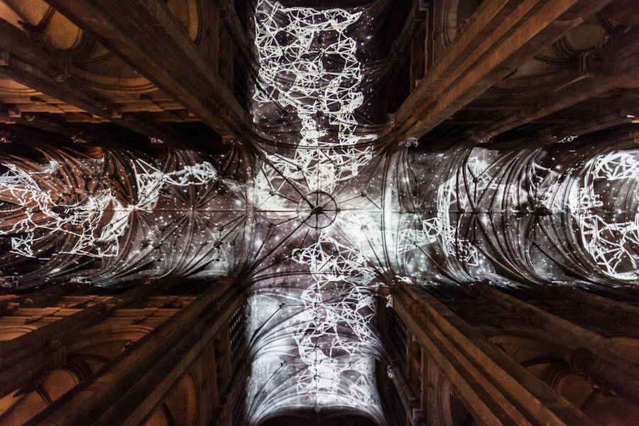 Virtual-Reality-Sky-on-a-Church-Ceiling-in-Paris-1-900x600